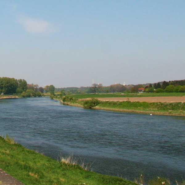 Megameubels langs Maas in Limburg