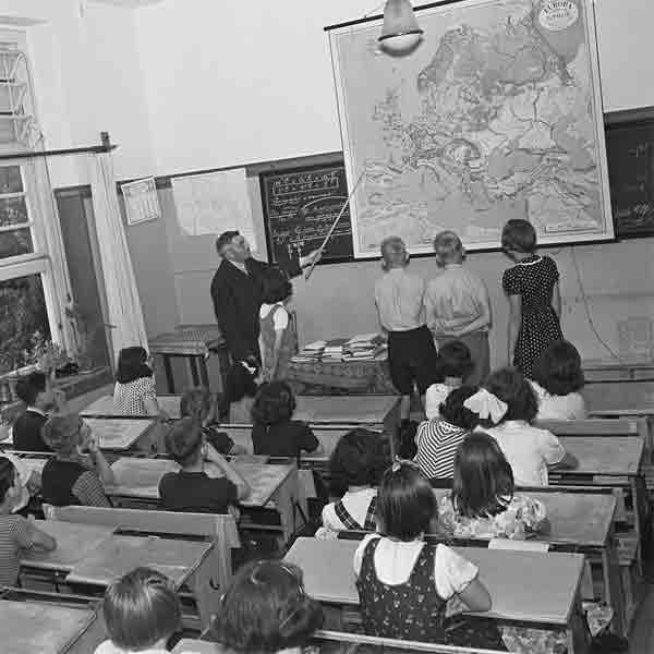 Cas Oorthuys - Aardrijkskundeles (1946) - Vakantie in Limburg